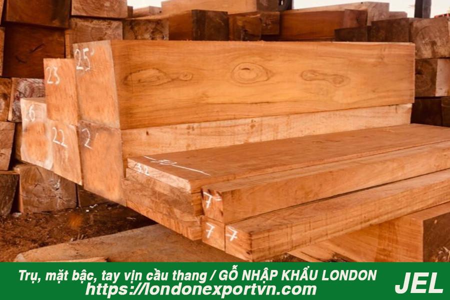 Trụ gỗ cầu thang